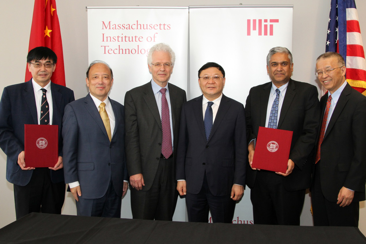 President Shiyi Chen visits MIT, witnesses signing for Centers for Mechanical Engineering Research and Education